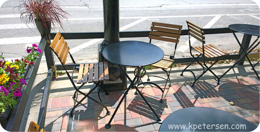 Round Steel Outdoor Tripod Tables Installation